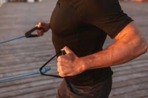 exercice élastique de musculation